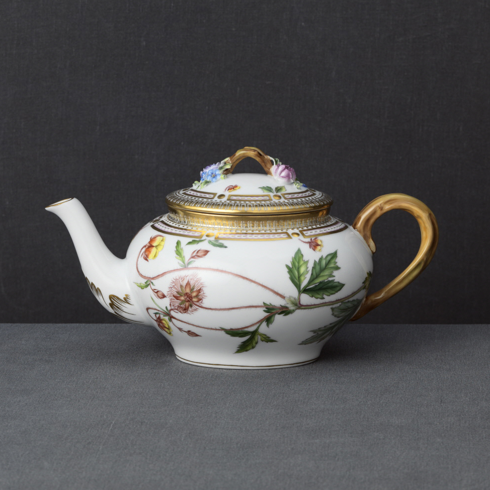 Royal Copenhagen, Flora Danica Tea Pot 1Qt, Limited Edition