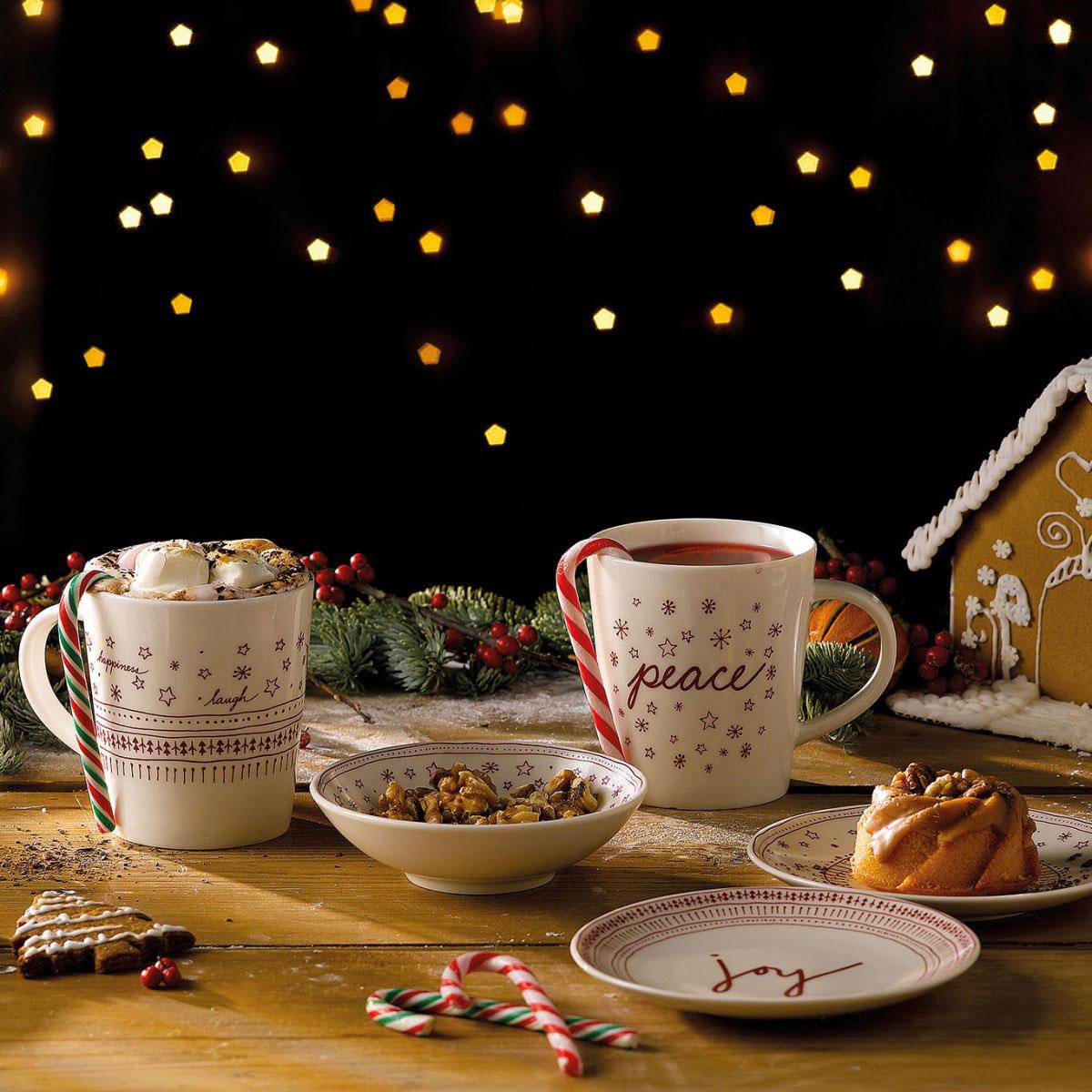 Royal Doulton, ED Ellen Degeneres Holiday China Accent Mug Set of Four