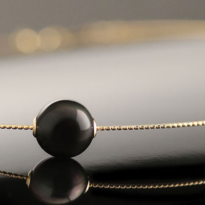 Cashs Tahitian Black Pearl, Perfect Round Single Gold Necklace