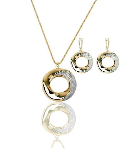 Cashs Ireland Bond 18k Gold Pendant Necklace and Earrings Gift Set