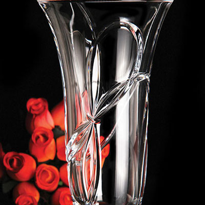 "Vera Wang Wedgwood, Love Knots 10"" Crystal Vase"