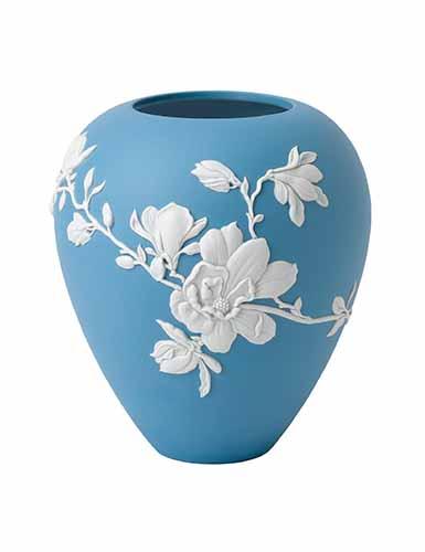 """Wedgwood Magnolia Blossom 7"""" Vase"""