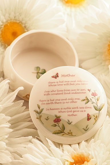 Belleek Mother's Gift Box