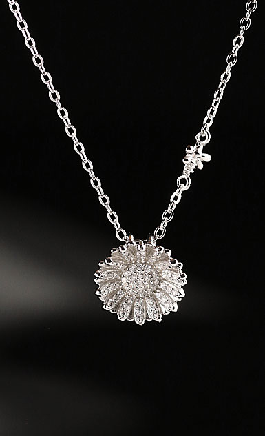 Cashs Ireland, Sterling Silver Daisy Flower and Bee Pendant Necklace