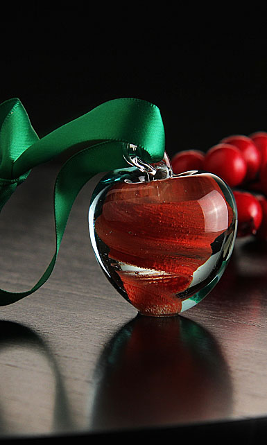 Cashs Ireland, Crystal Art Glass Forty Shades of Green, Red Apple Ornament
