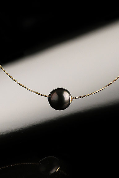 Cashs Ireland, Tahitian Black Pearl, Perfect Round Single Gold Necklace