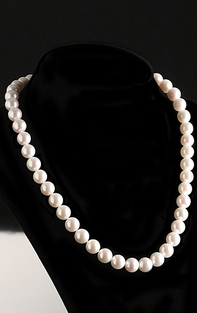 Cashs Ireland, Akoya Perfect Round Seawater High Luster White Pearl Necklace